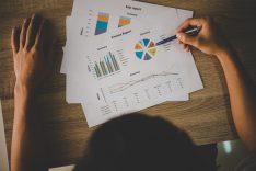 Cambios en ingresos por ventas y prestación de servicios